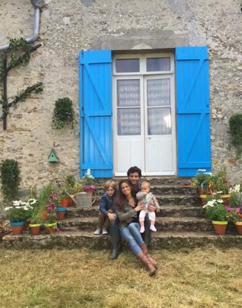 La petite famille, heureuse dans sa nouvelle vie à la campagne