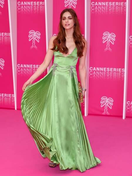 Miriam Leone, Miss Italie 2008 et star de Squadra Criminale, telle une sirène sur le tapis rose