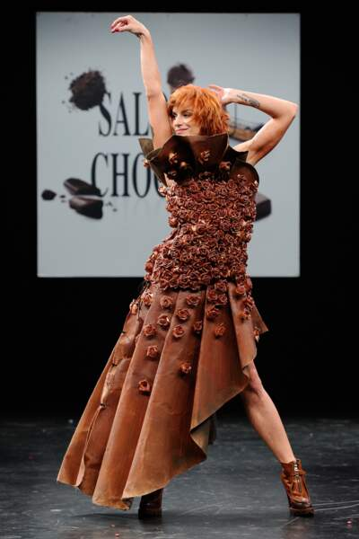 Fauve Hautot a fait sensation dans sa robe créee par le designer Tara Byakko.