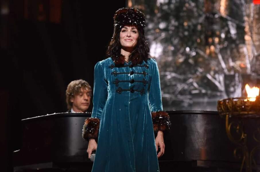 Jenifer et son super manteau bleu