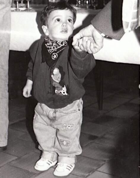 Qui est ce petit garçon en noir et blanc ? C'est Hugo Philip !