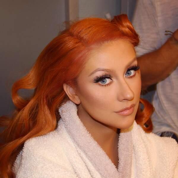 Christina Aguilera en préparation. Et on est toujours aussi fan de ses cheveux roux !