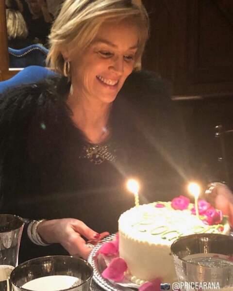 Pendant que Sharon Stone souffle ses 61 bougies...