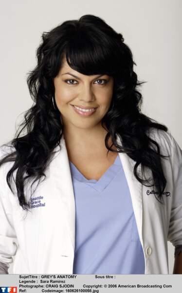 Sara Ramirez incarne la pétillante Callie Torres, jusqu'à la saison 12.