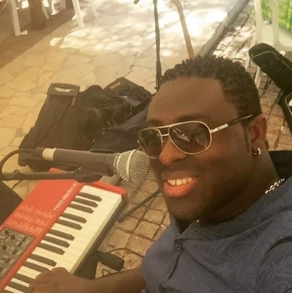 Depuis la sortie d'un album éponyme en créole en 2012, il continue de se produire sur scène ou dans des clubs.