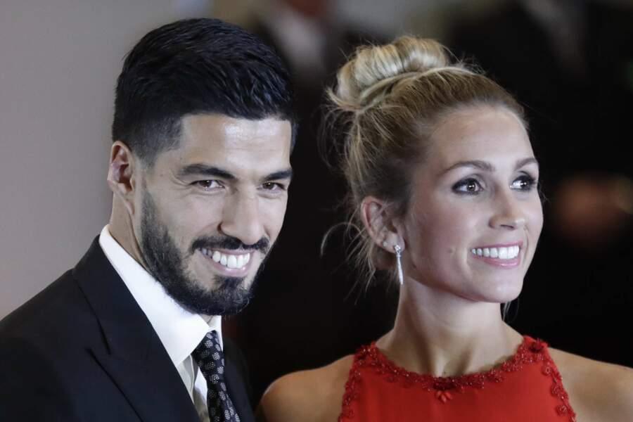 … l'attaquant international urugayen et sa chérie forment un superbe couple