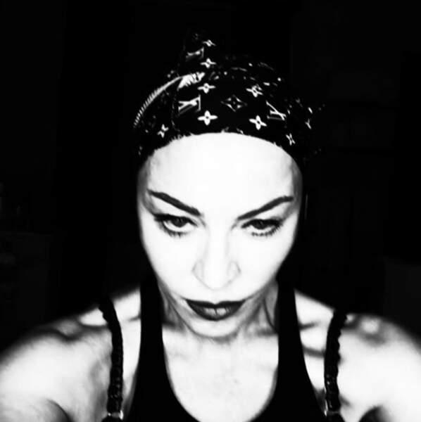 ...alors que Madonna, elle, voit la vie en noir et blanc !