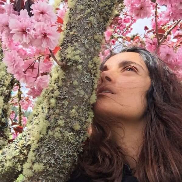 Et Salma Hayek, très heureuse de l'arrivée du printemps !