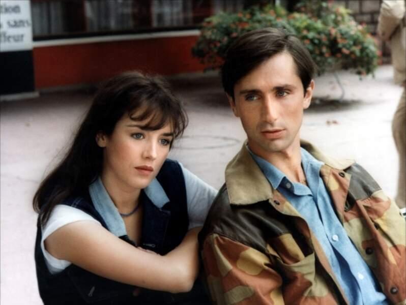 Isabelle Adjani a donné la réplique à Thierry Lhermitte dans Clara et les Chics Types (1981).