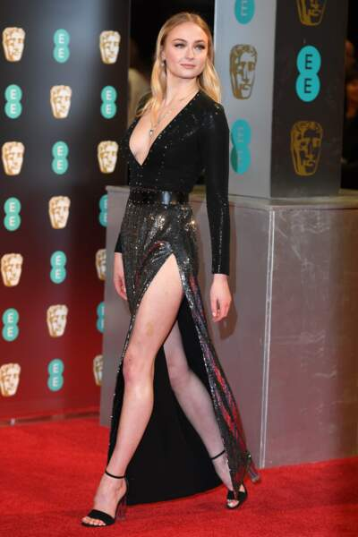 Sophie Turner (Game of Thrones) était très élégante aussi et surtout très... sexy !