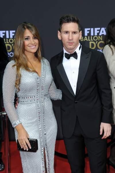 Mais non ! Antonella Roccuzzo forme, avec Lionel Messi, un fort joli couple