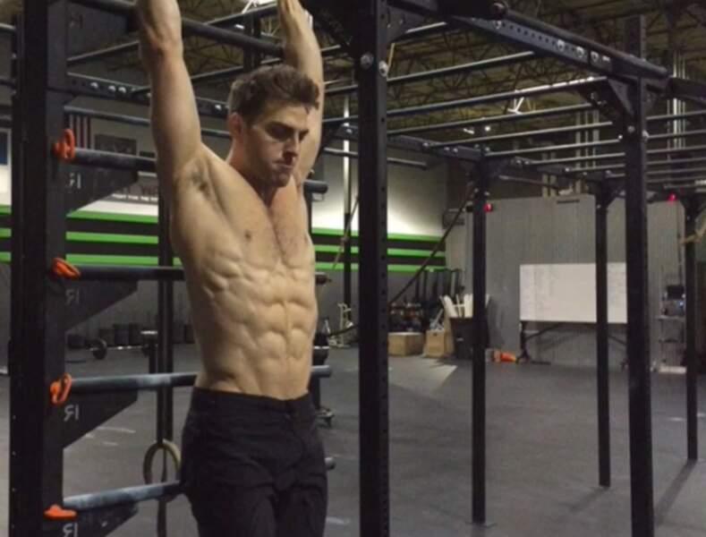 Sur Instagram, Colt Prattes poste surtout des photos de ses abdos