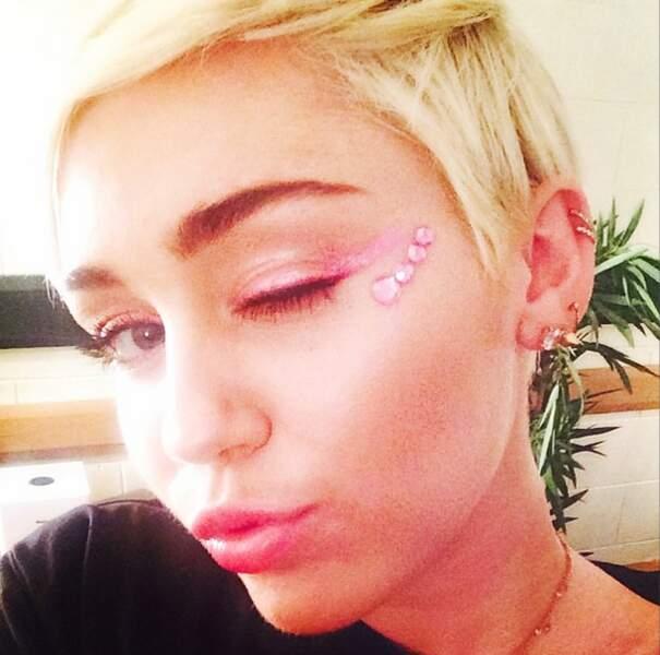 Pendant ce temps, Miley Cyrus fait toujours n'importe quoi