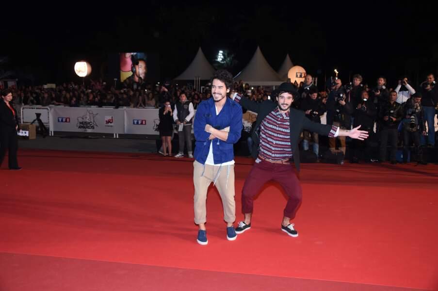 Les Fréro Delavega s'amusent sur le tapis rouge des NRJ Music Awards
