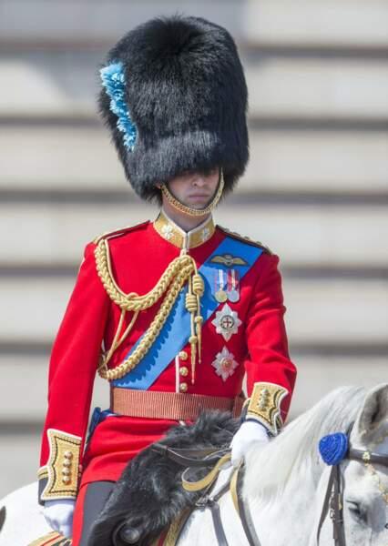 C'est bien le Prince William qui se cache sous ce chapeau poilu !