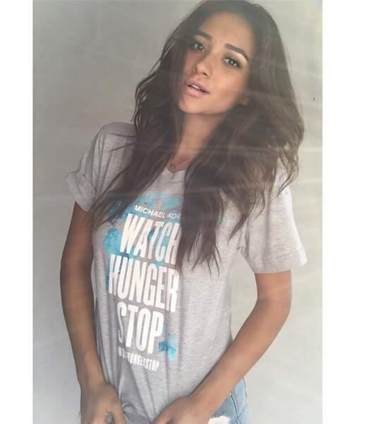 Shay Mitchell sait allier duckface et t-shirt engagé. Pas mal !