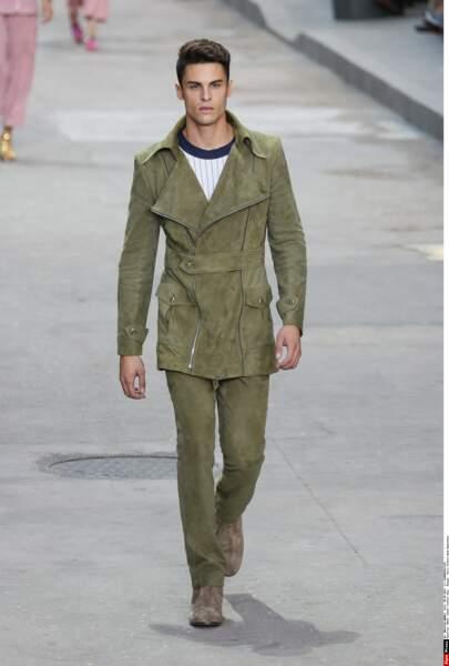 Baptiste Giabiconi, le mannequin-chanteur, égérie de la maison Chanel, en Chanel...