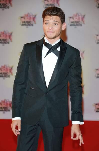 Rayane Bensetti enflamme le tapis rouge des NRJ Music Awards 2015