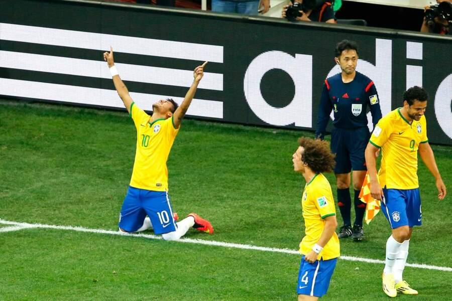 Il peut être heureux, lui qui a marqué deux buts pour son équipe !