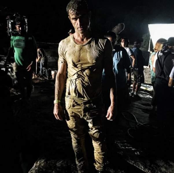 Mais perso ça nous intéresse moins que Justin Theroux plein de boue (graou).