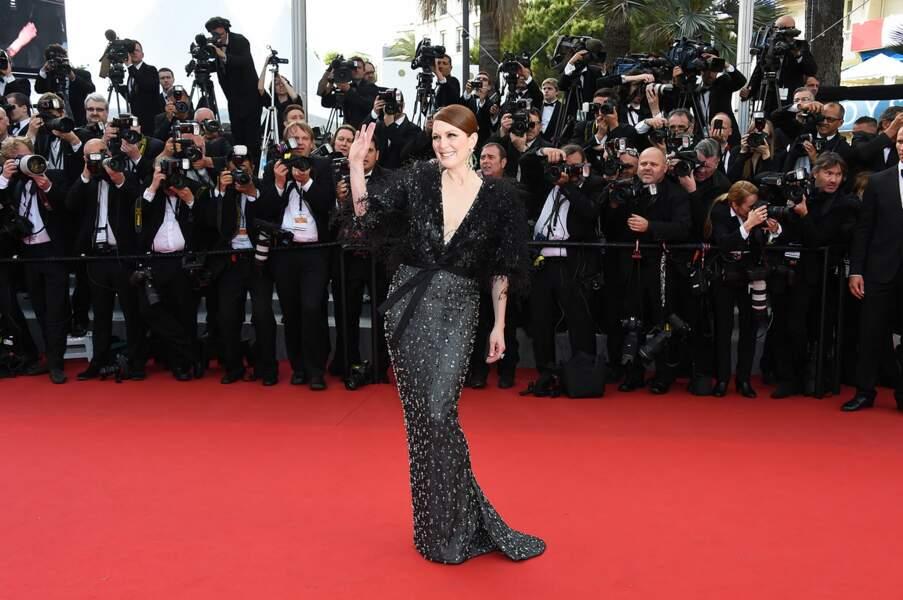 Julianne Moore, très élégante pour la première montée des marches du Festival de Cannes 2015