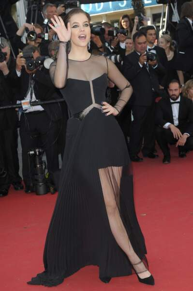 """Barbara Palvin lors de la montée des marches pour """"Youth"""" au Festival de Cannes"""