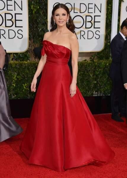 Catherine Zeta-Jones, la femme de Michael Douglas, a elle aussi parié sur la robe rouge