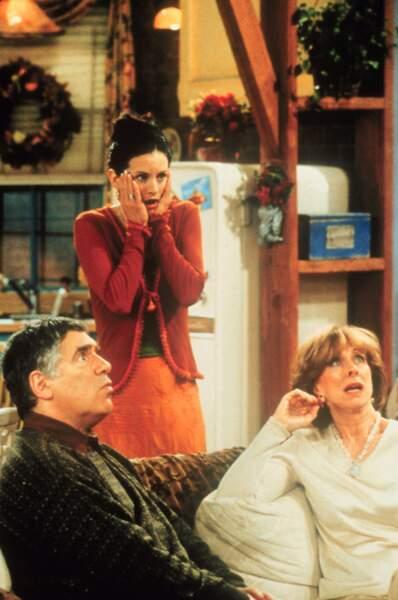 Monica était l'enfant mal aimé de ses parents, qui lui préféraient son frère Ross