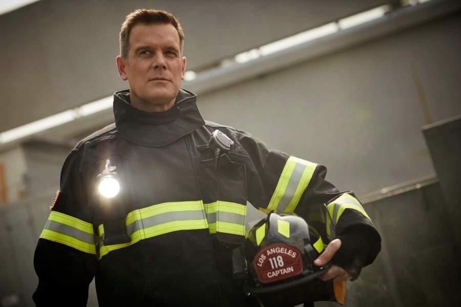 Il est à la tête de la caserne de pompiers