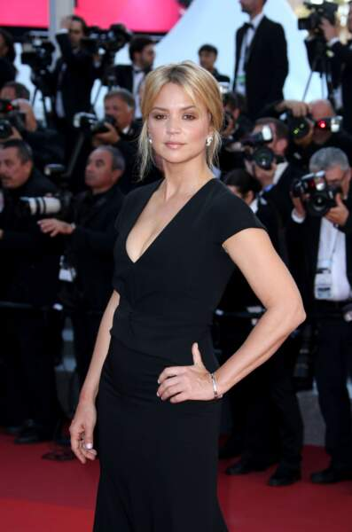 Virginie Efira, glamour, sur le red carpet cannois…