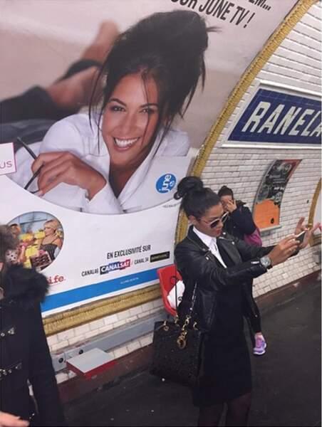 Quand elle ne prend pas des selfies d'elle-même dans le métro ! Un brin narcissique ?!