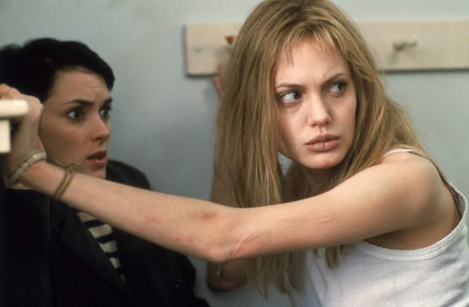 Aux côtés de Winona Ryder dans Une vie volée (2000) Angelina Jolie rafle l'Oscar du meilleur second rôle