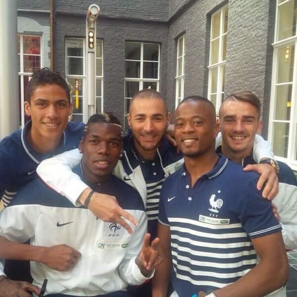 Et là, il pose avec Varane, Benzema, Pogba et Evra.