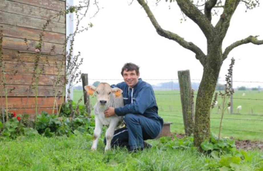 Cyrille, 38 ans, est éleveur de bovins en Lorraine