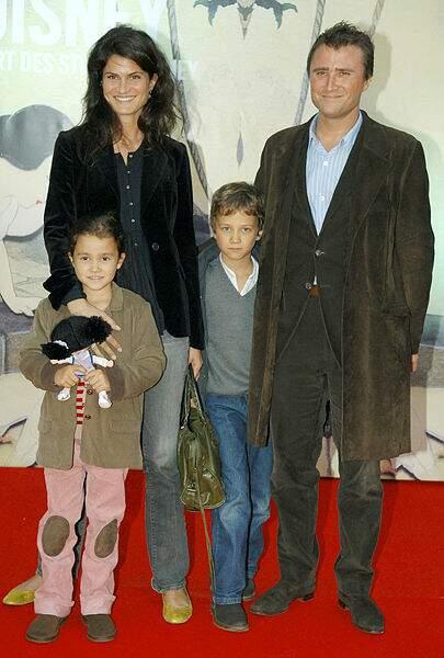 Alexandre Brasseur pose avec sa famille, en 2006