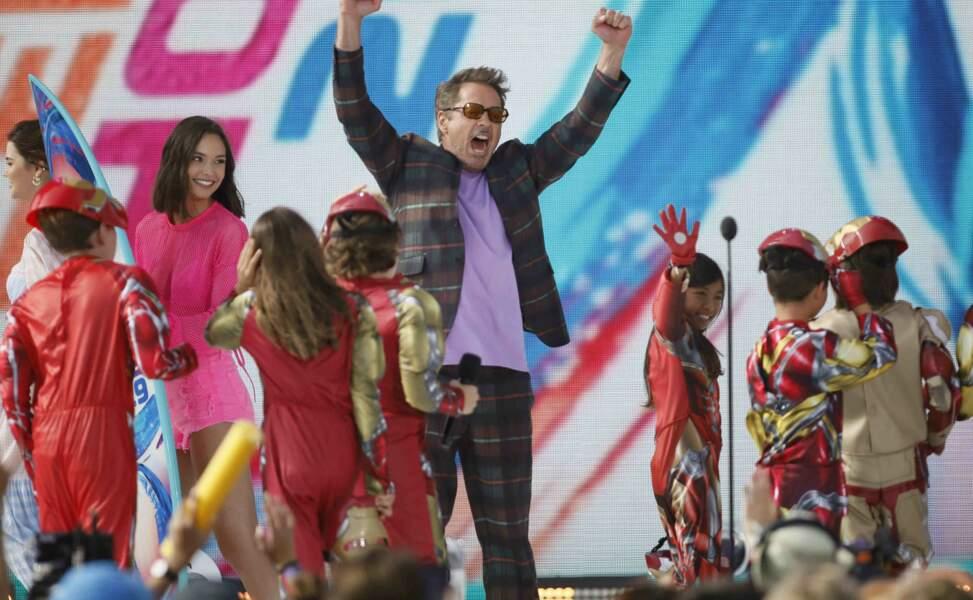 Entouré de mini Iron Man, Robert Downey Jr. était aux anges d'avoir été sacré pour Avengers