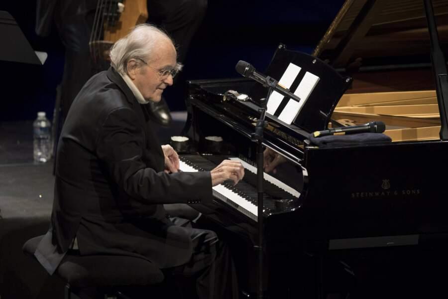 En 2017, il se produisait encore au piano en solo à Antibes