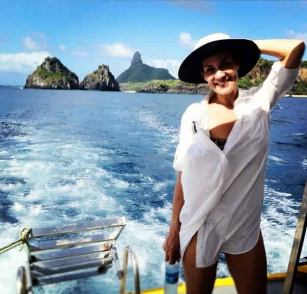 Cristina Cordula, même en petite chemise blanche... elle a la classe.