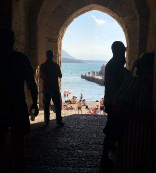 ... où il profite avec sa femme Aurore de la douceur du Club Med de Cefalù