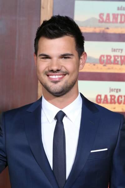 Comme son camarade Taylor Lautner qui a dans The Ridiculous 6 un rôle important