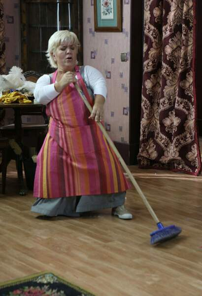 Mimie Mathy a aussi joué les Madame Doubtfire le temps d'un épisode... décapant !