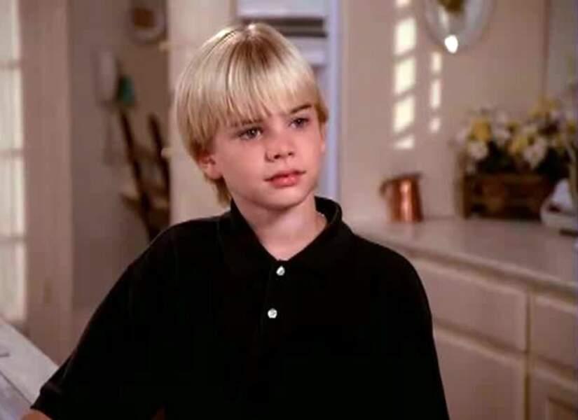 Ah l'adorable Simon ! Il ne ressemble plus du tout au petit garçon qu'il était...