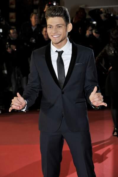 Rayane Bensetti, seul, sur le tapis rouge des NRJ Music Awards