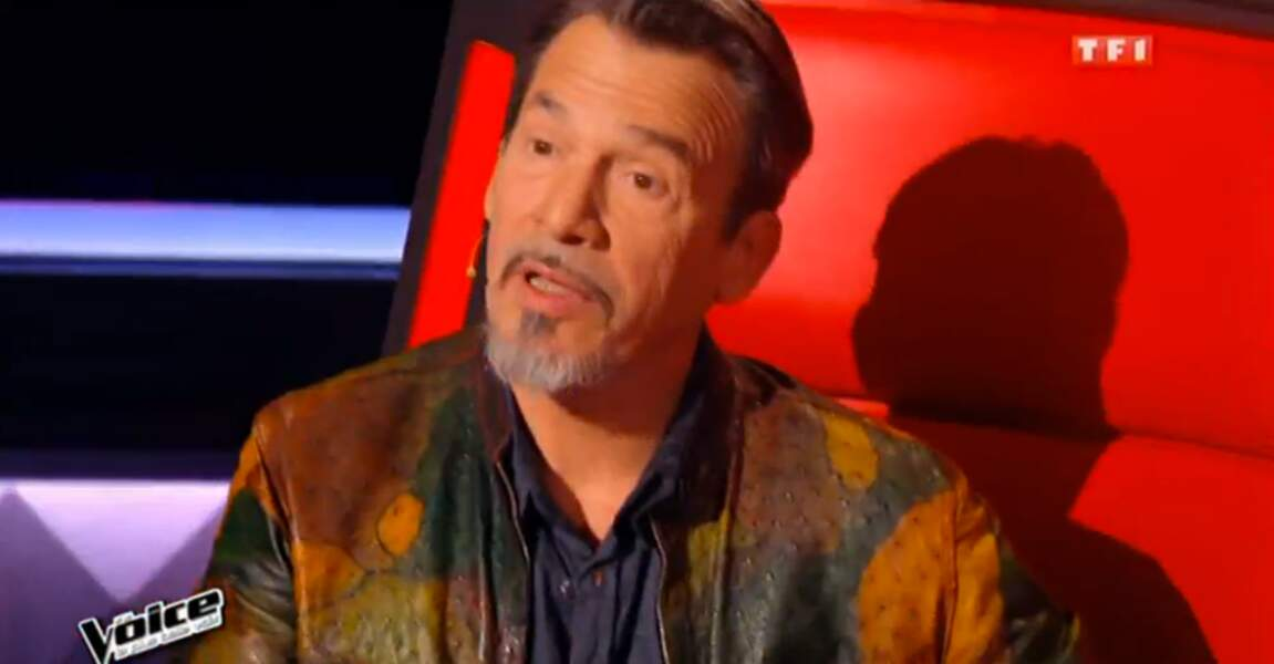 On commence avec la veste multicolore de Florent Pagny dans The Voice