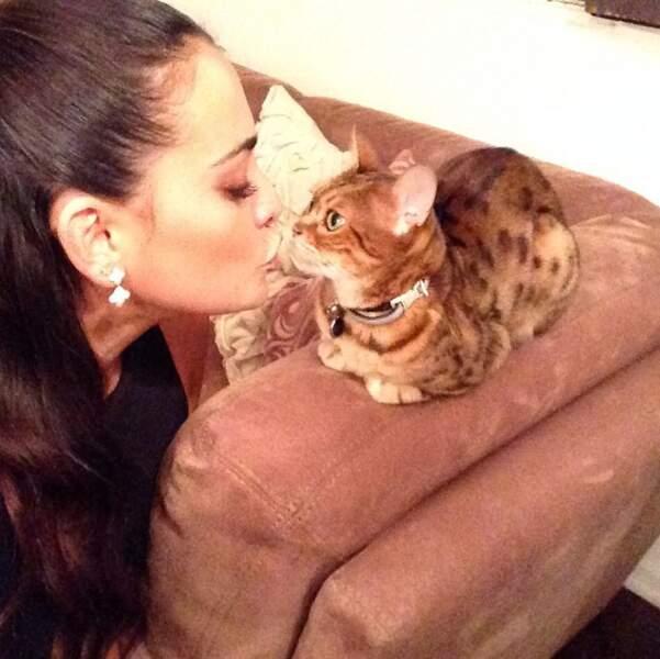 Elle adore les animaux et leur faire des petits bisous