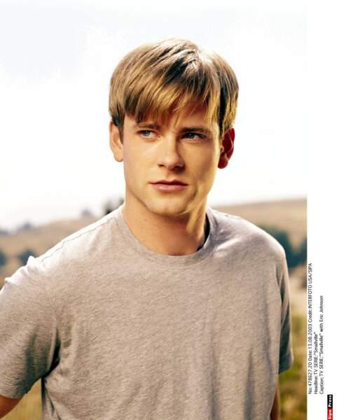 Au début de la série, elle fréquente Whitney, le sportif du lycée incarné par l'acteur Eric Johnson