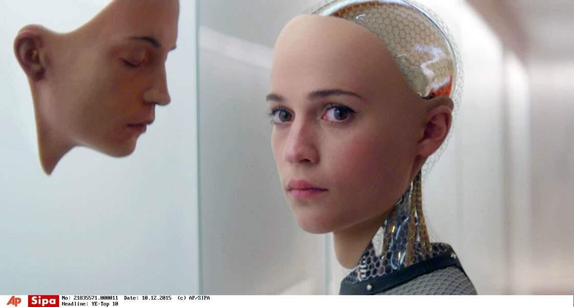 Un poil flippante dans Ex Machina (2015) où elle incarne l'humanoïde Ava