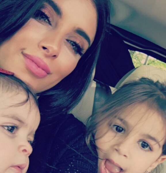 La petite famille de Cesc Fabregas : Daniella Semaan, sa compagne, et leurs filles Lia et Capri.