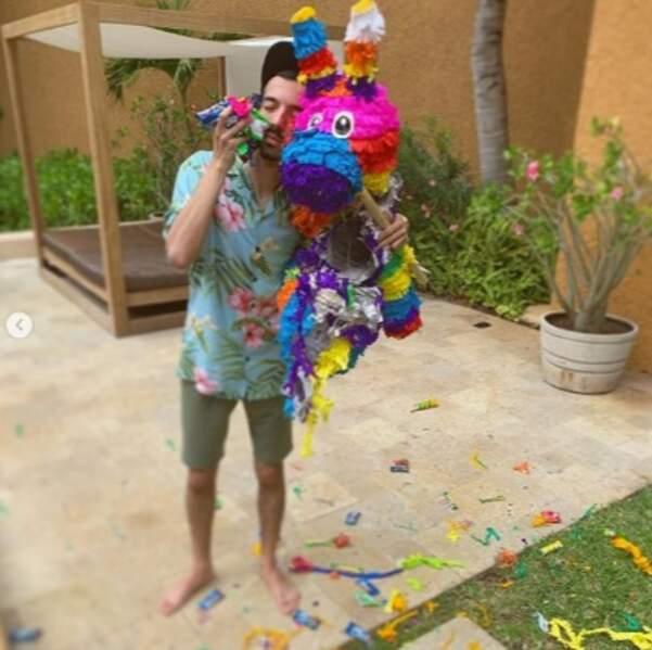 Pour son anniversaire, Bigflo a pu éclater une piñata et on est super jaloux.