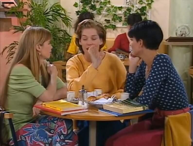A l'époque, on aimait bien aussi porter des petits pantalons à motifs, comme celui d'Hélène...